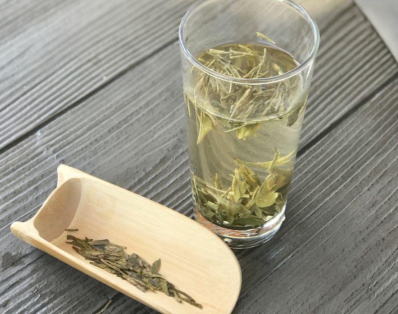 See the tea leaves dance!