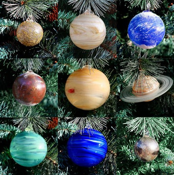 Artists B.J. Johnson and Joy Alyssa Day have created these hand-made blown glass Christmas tree ornaments in the shape of the planets of our Solar System.