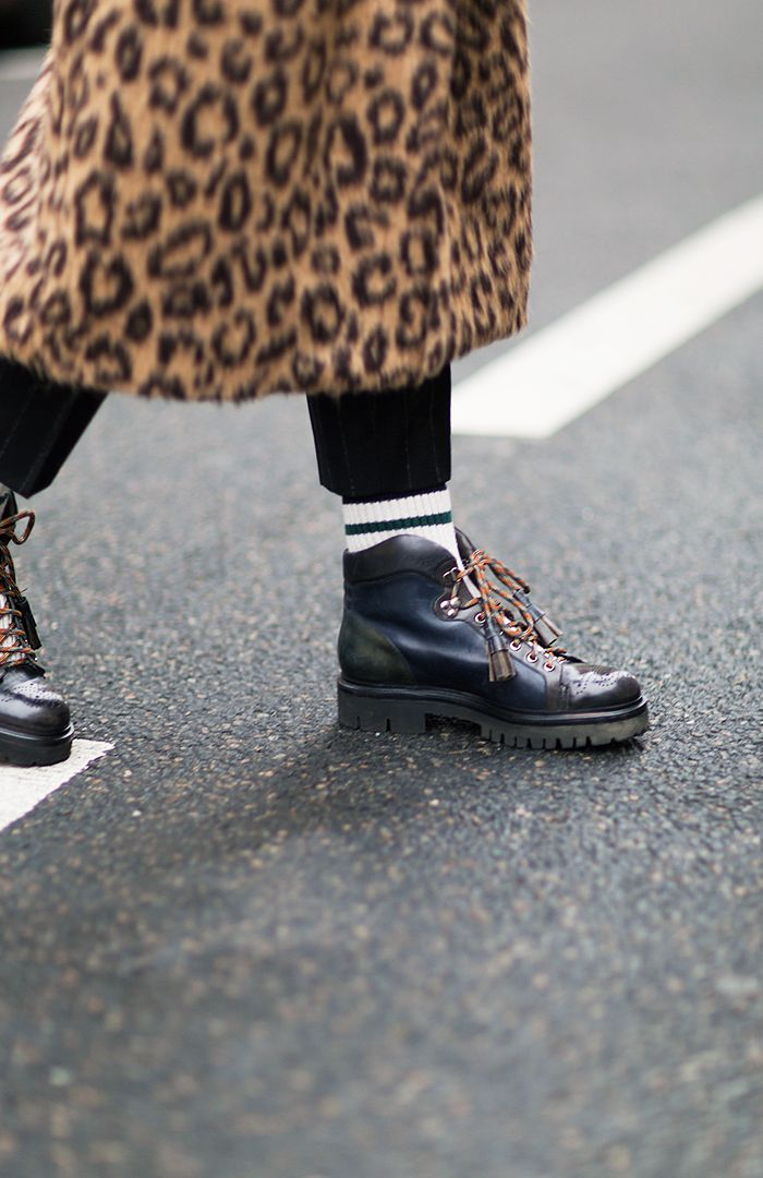 French Women Don't Wear These 3 Things in Winter 36