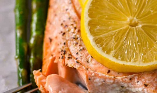 Lemon Garlic Salmon and Asparagus Parchment Packet Recipe
