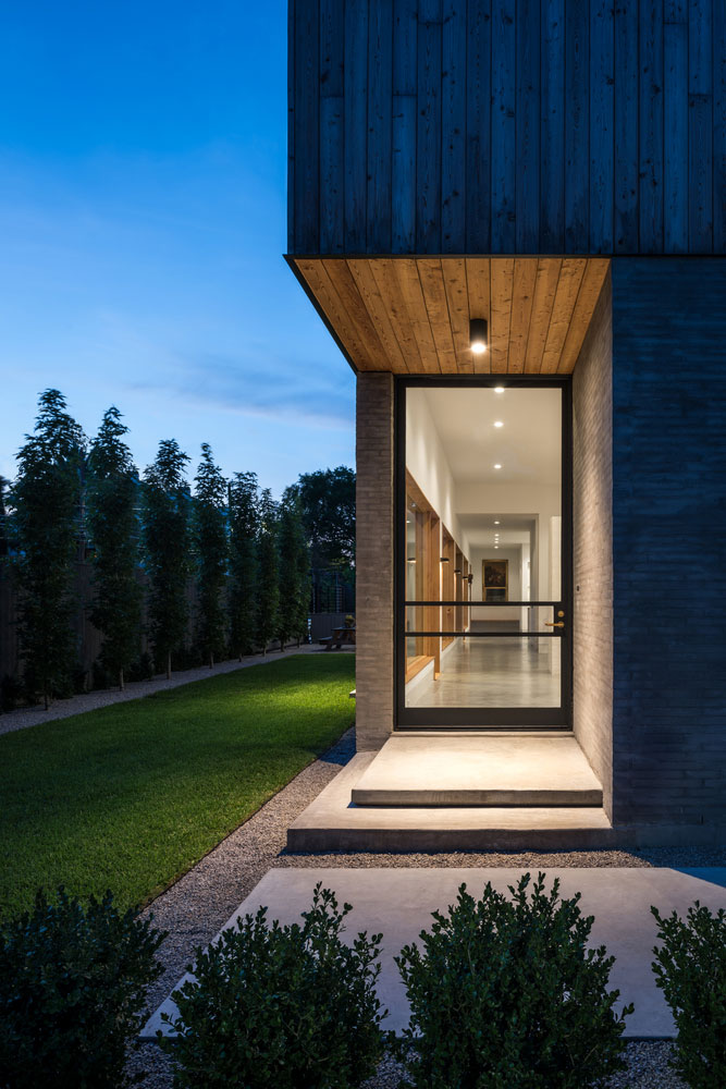 Magnificent Collaborative Work Results in this Modern and Elegant Home 103