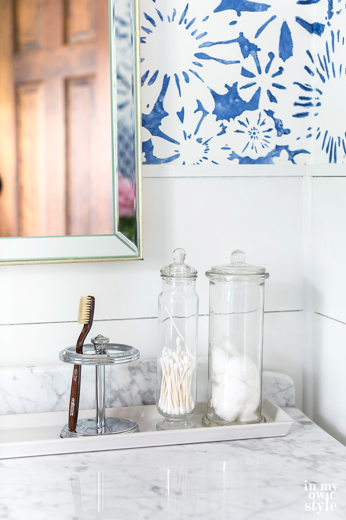 Decorating-a-bathroom-with-blue-and-white using glass canisters