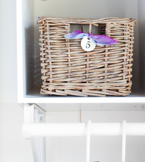 Ways-to-use-baskets-in-home-decorating using the capsule concept