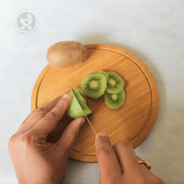 Cut the kiwis into thin slices