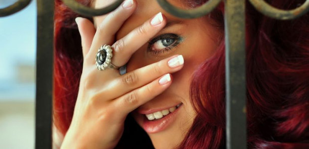 Ring on the middle finger