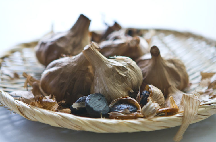 Aged Black Garlic Fight Flaky Skin and Improve Blood! A New Superfood at Your Table.