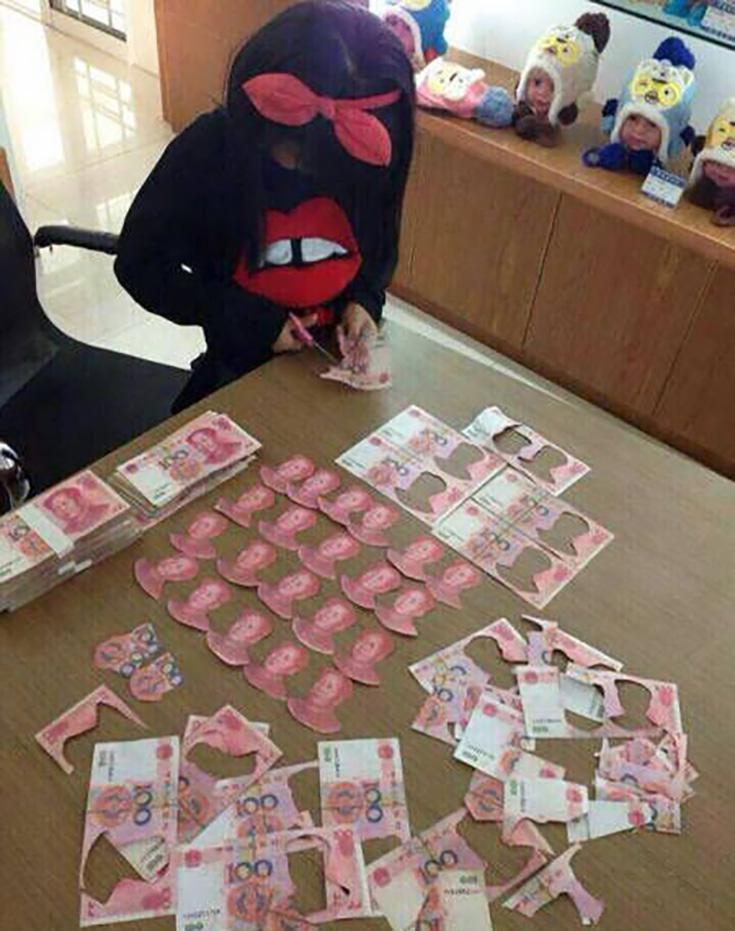 Girl cuts money