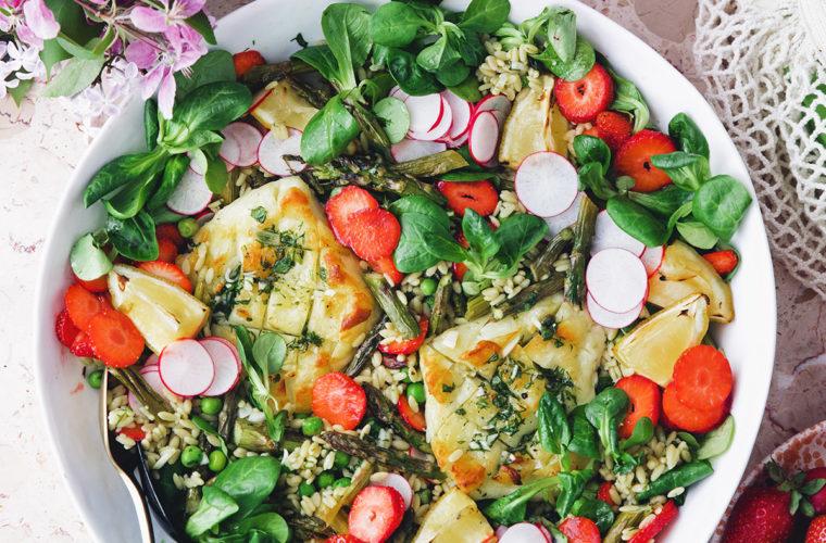 Summer Rice Salad with Halloumi & Strawberries — Green Kitchen Stories