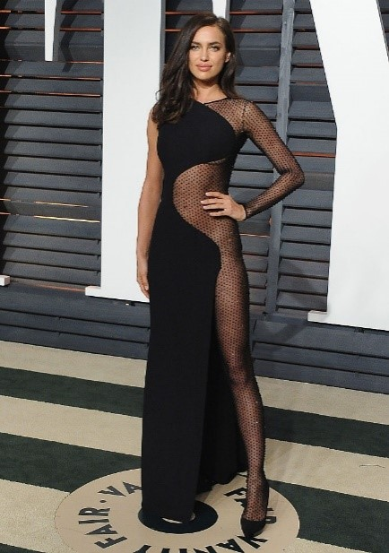 Celebrities Who Haven't Prepared Any Dress For The Red Carpet! Naked Body Dress Trend