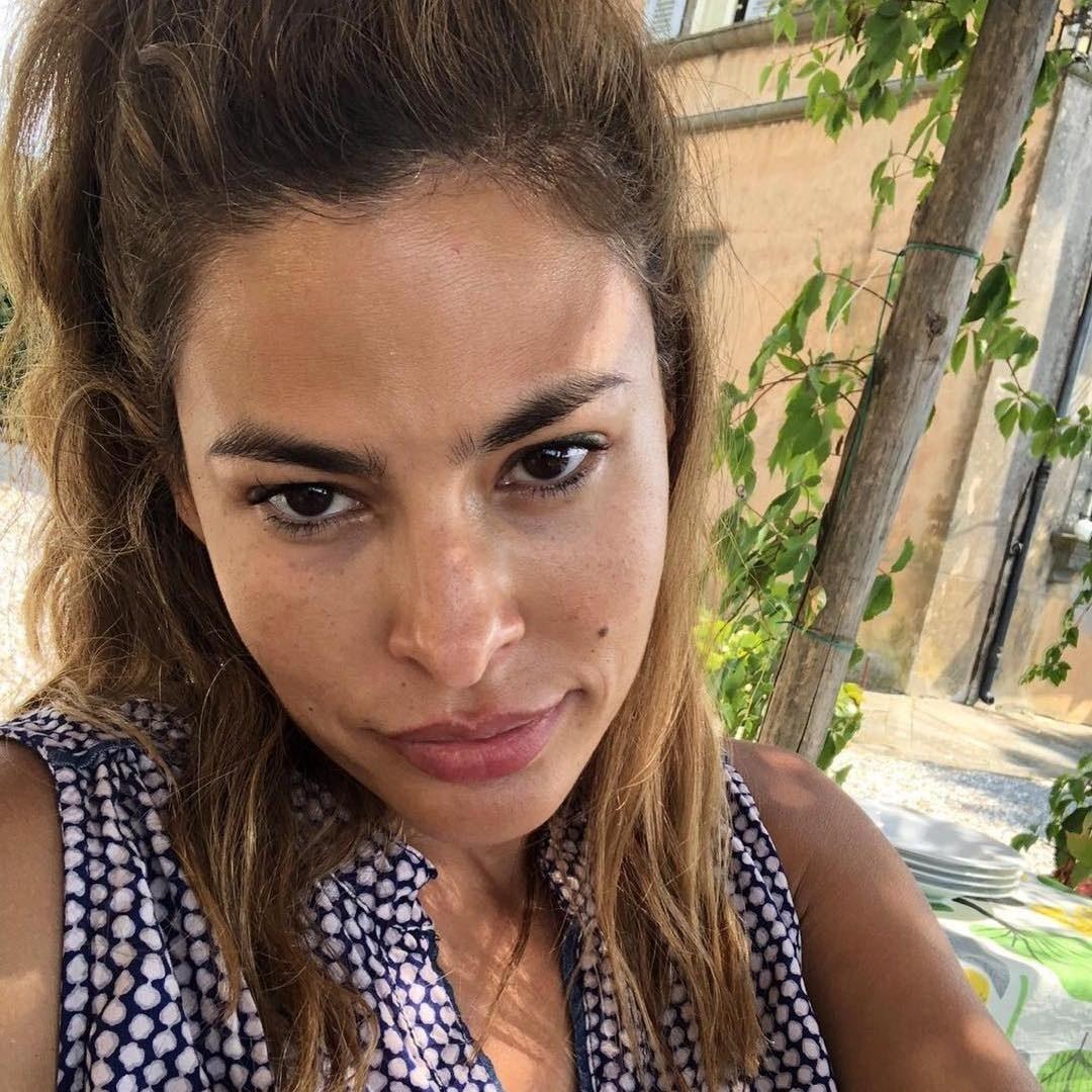 Top 10 Celebrities Selfie Without Makeup