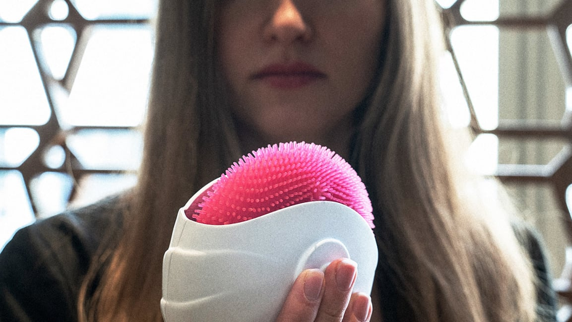 The Student Designed A Sensational Portable Cleaning Device That Replaces The Bath. It Really Looks Like A Cat's Tongue 36