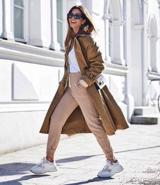 What Chic Trench Coats Are In Fashion In the Spring-Autumn 2020 Season?