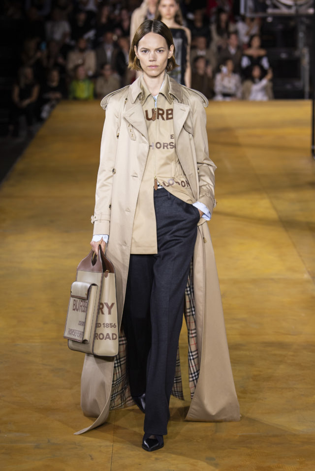 Which Chic & Stunning Trench Coats Are In Fashion In the Spring-Autumn 2020 Season? 20