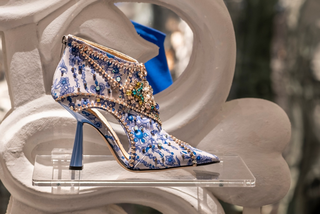the whole world Chooses Jimmy Choo 36