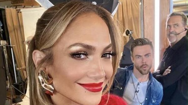 "Beauty failure of the day! 51-year-old Jennifer Lopez appeared with a ""dirty"" make-up 23"