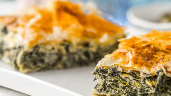 Surprise Friends with filo dough spinach pie Recipe 9