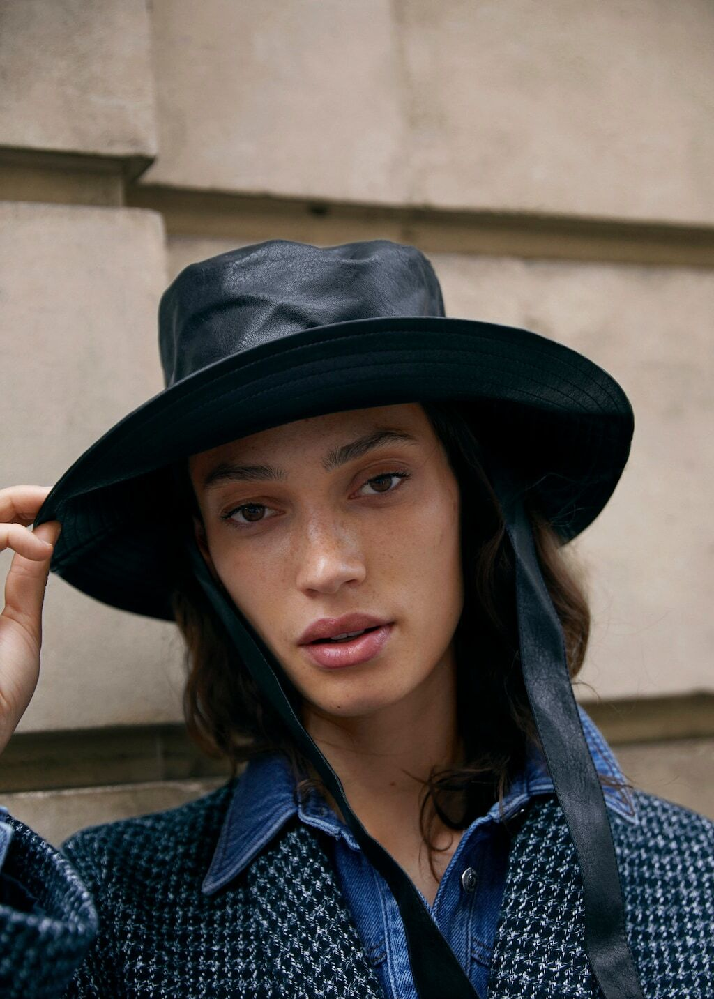 What to wear in the rain? Exciting stylish clothes and accessories for bad weather 38