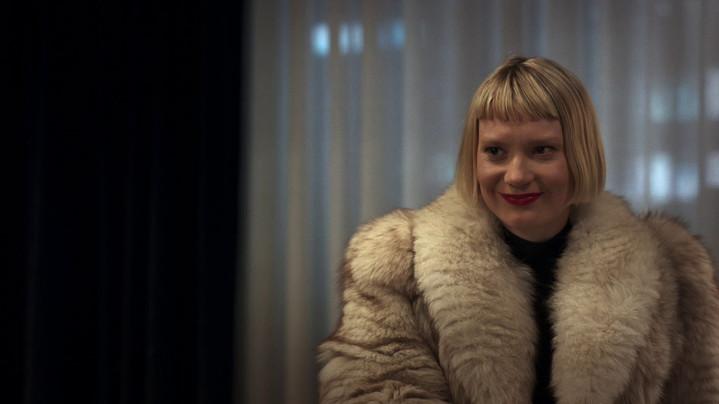 Mia Wasikowska in the movie Piercing, 2018