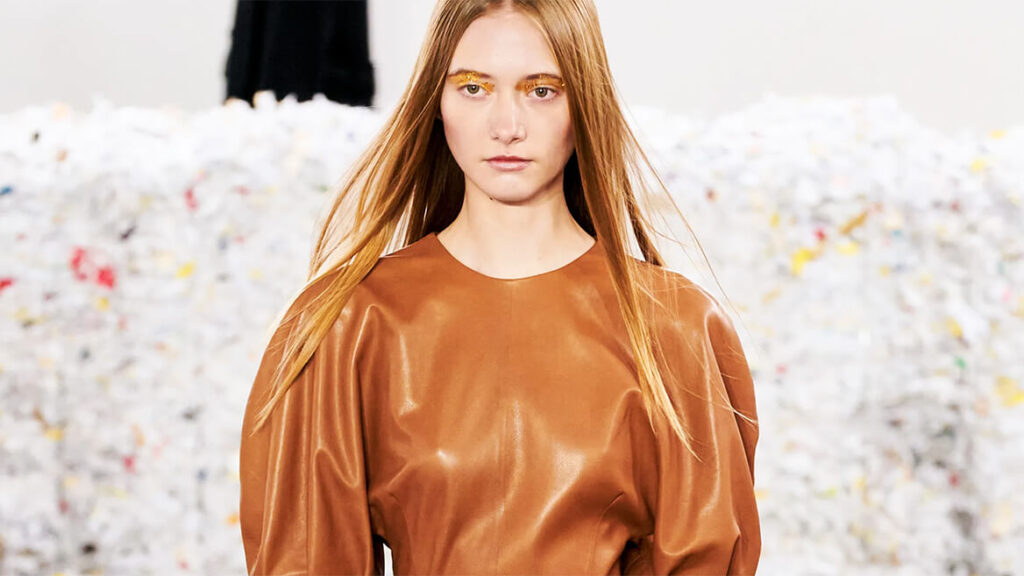 Caramel brown is the most luxurious wardrobe shade for the winter