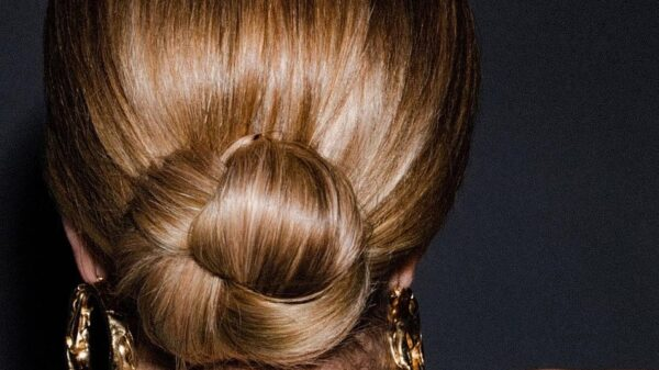 Amazing Low bun: top 7 stylish hairstyles for the holiday and every day 6