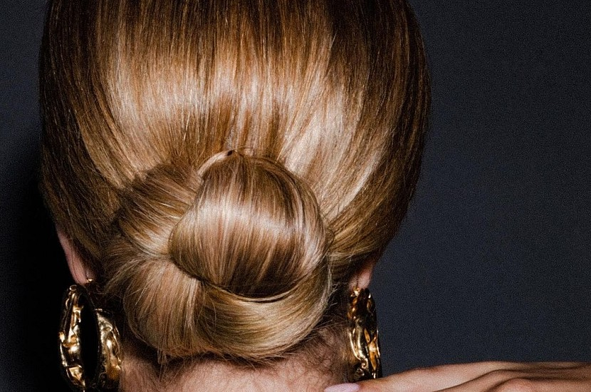 Amazing Low bun: top 7 stylish hairstyles for the holiday and every day 36